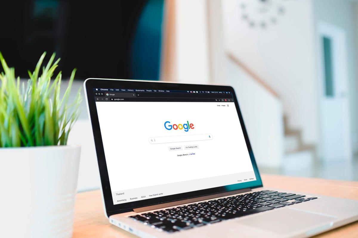 imagen de un ordenador con google